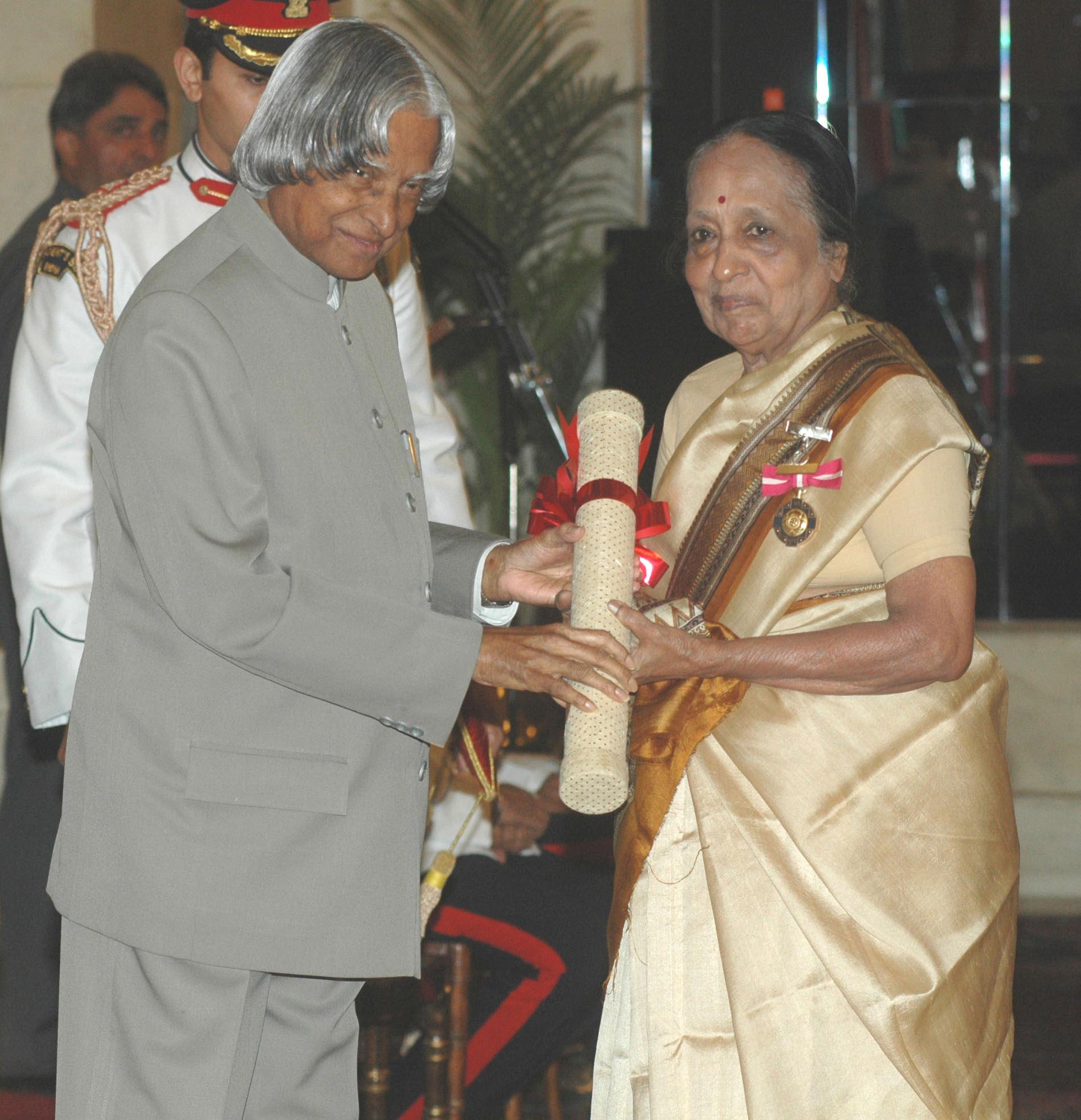 Dr. A.P.J. Abdul Kalam, President of India, presenting the Padma Bhushan to Shanta