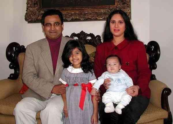 Meenakshi Seshadri husband name children age